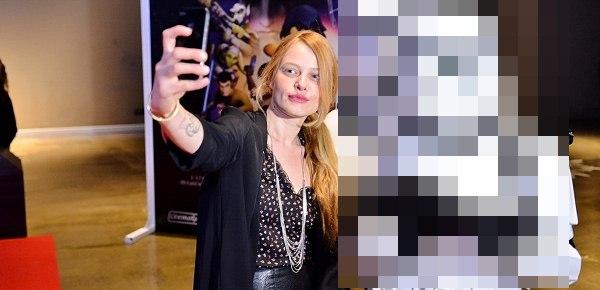 Photo of Film lansmanına katılan Naz Elmas bakın kiminle Selfie pozu çekti?