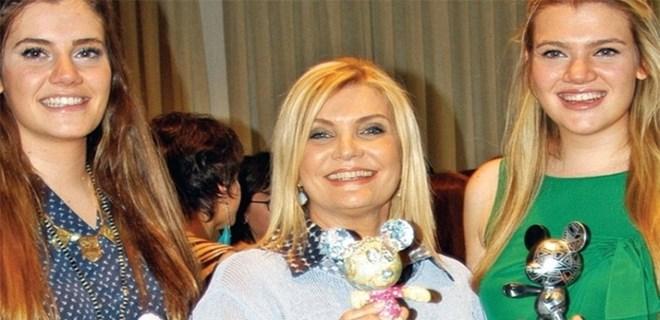 Photo of DERYA BAYKAL: KIZLARIMLA GURUR DUYUYORUM!..