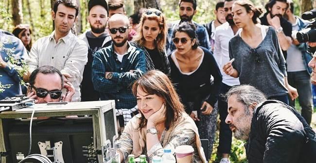 Photo of 'DEMET AKBAĞ İLE ÇOK ARAMIZDA' İLK BÖLÜMÜYLE UMUT DAĞITTI!