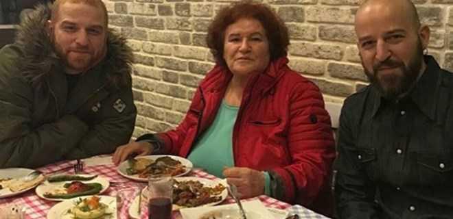Photo of SELDA BAĞCAN ATHENA GÖKHAN VE HAKAN'LA İMZAYI ATTI!
