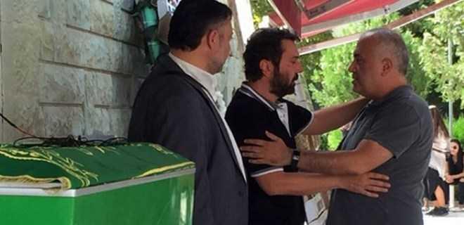 Photo of HALİL SEZAİ'NİN ZOR GÜNÜ! BABASI SON YOLCULUĞUNA UĞURLANDI!