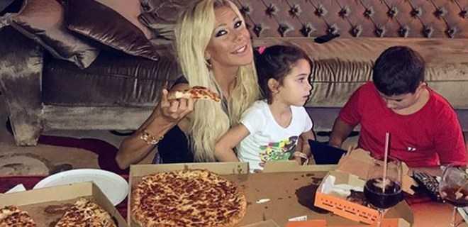 Photo of HANDE ACAR'A FAST FOOD TEPKİSİ!