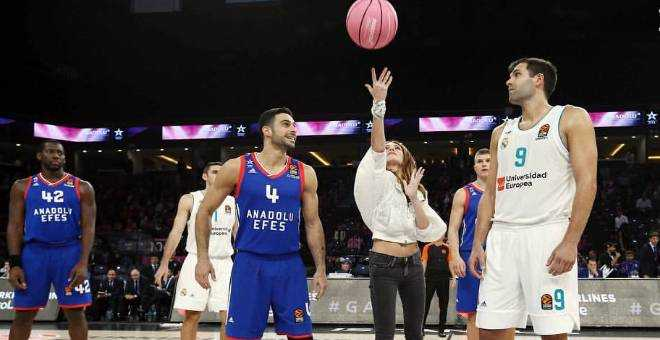 Photo of ANADOLU EFES REAL MADRID MAÇINDA PEMBE TOP ATIŞI ELÇİN SANGU'DAN