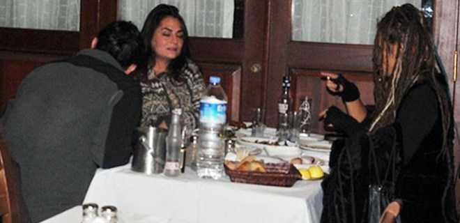 Photo of ÜNLÜ ŞARKICIYI TANIYABİLENE AŞK OLSUN!