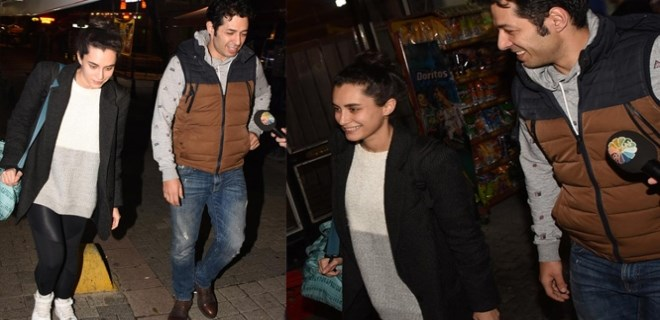 Photo of HANDE DOĞANDEMİR VE MERT FIRAT'TAN 'AYRILMADIK' POZU