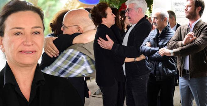 Photo of DEMET AKBAĞ'IN ANNESİ SON YOLCUĞUNA UĞURLANDI