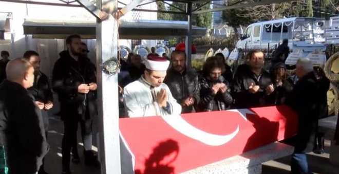 Photo of Ayşen Gruda son yolculuğuna alkışlarla uğurlandı!