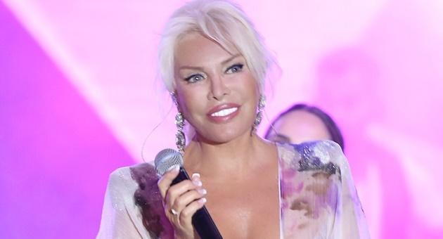 Photo of Kıbrıs'ta Superstar Ajda Pekkan'ın rüzgarı esti!