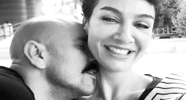 Photo of Sarp Levendoğlu'ndan sonra bir aşk pozu da Birce Akalay'dan!