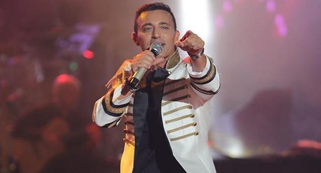 Photo of Musti'den şarkılı yanıt!