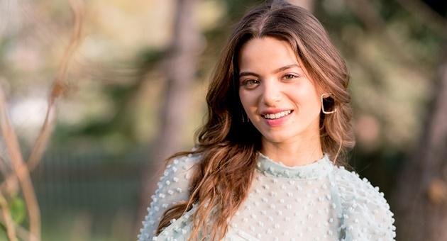 Photo of Leyla Tanlar, ünlü oyuncu ile aşk mı yaşıyor?