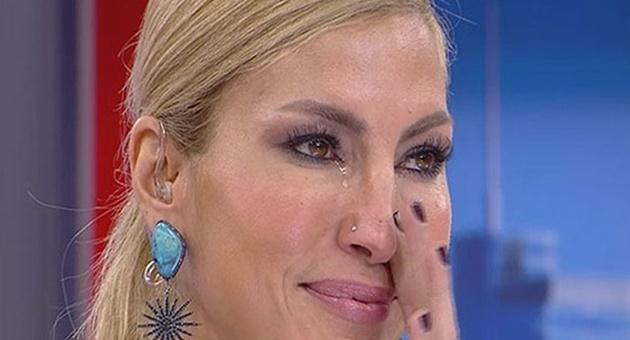 Photo of Çağla Şıkel canlı yayında gözyaşlarını tutamadı!