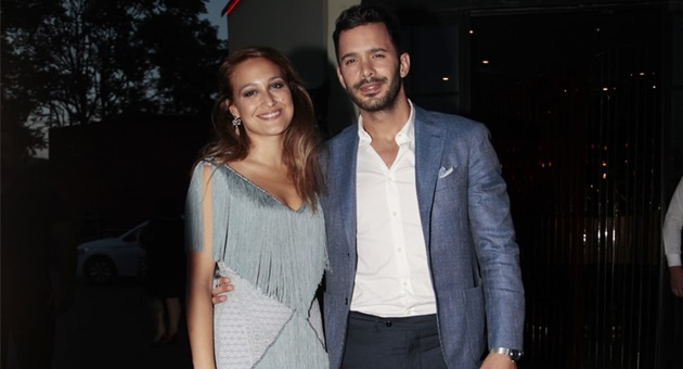 Photo of Gupse Özay ve Barış Arduç  'ev'lendi!