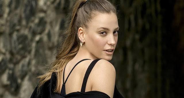 Photo of Serenay Sarıkaya o diziye mi dahil oluyor?