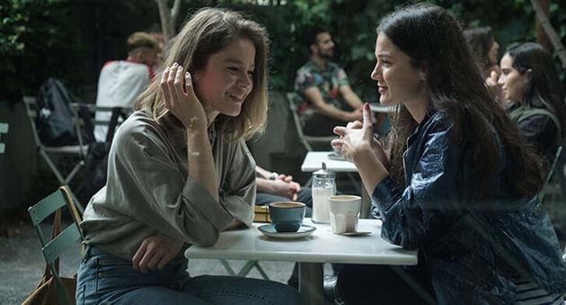 Photo of Burcu Biricik ve Pınar Deniz'i bir araya getiren film!