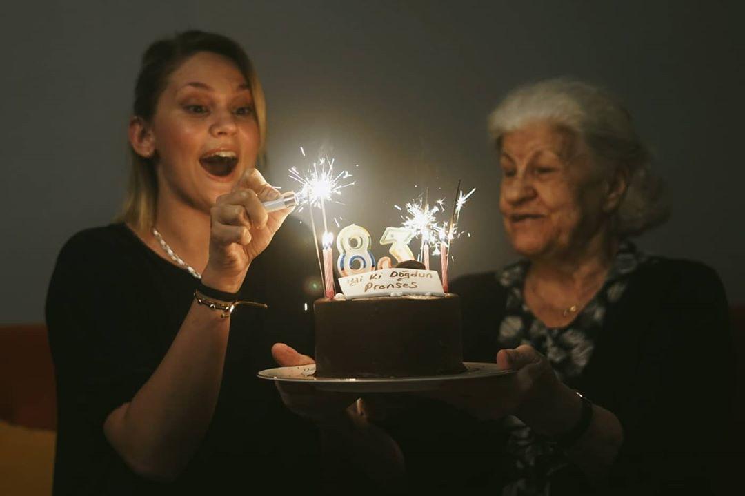 Farah Zeynep Abdullah ve anneannesinin benzerliği doğum gününde ortaya çıktı!