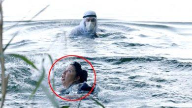 Nehre giren oyuncunun zor anları! Turist yardımına koştu!