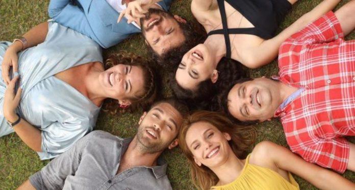 Çatı Katı Aşk dizi setinde ilkel ısınma yöntemleri!