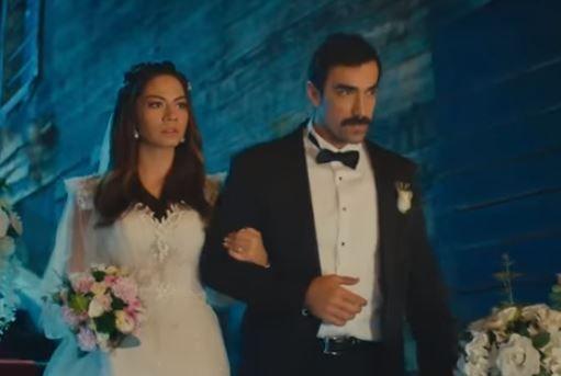 Gel de gülme! Demet Özdemir, Doğduğun Ev Kaderindir'deki o sahneyi fena trolledi!