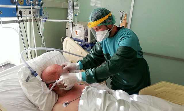 Koronavirüs hastaları, yüksek akımlı oksijen tedavisi ile hayata tutunuyor
