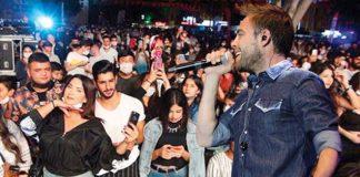 Murat Dalkılıç konserinde sosyal mesafe ve maske kuralına dikkat edilmedi