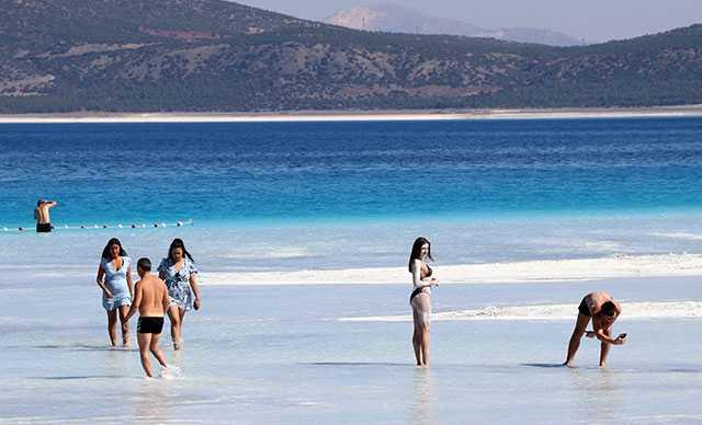 Salda Gölü'nün 'Beyaz Adalar'ı son ziyaretçilerini ağırlıyor