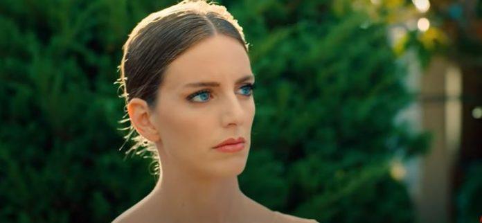 Sen Çal Kapımı setinde eğlence… Bige Önal'ın mavi gözleri, Hande Erçel'de!