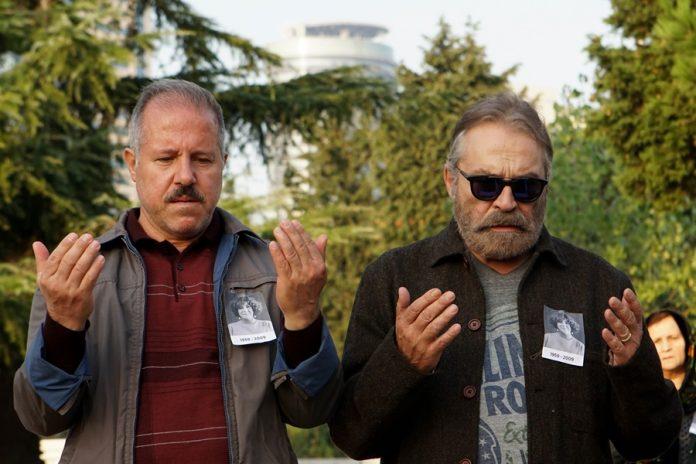 Taylar Kardeşler'in Azizler Filmi ve Tolga Karaçelik ile Kıvanç Tatlıtuğ'u Bir Araya Getiren Bir Denizaltı Hikayesi Netflix'te İzleyici ile Buluşacak